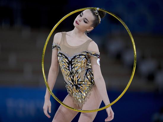 За два дня чемпионата мира по художественной гимнастике в Китакюсю Дина Аверина завоевала три золота – в упражнении с обручем, мячом и булавами, серебро – в упражнении с лентой