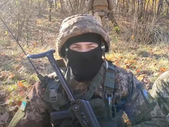 Украинские военные сняли видеообращение к президенту Украины Владимиру Зеленскому после отступления из Старомарьевки, оно было опубликовано на платформе YouTube