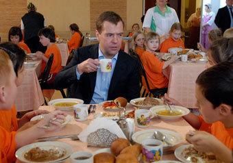 Медведев признался, что в детстве мазался пастой