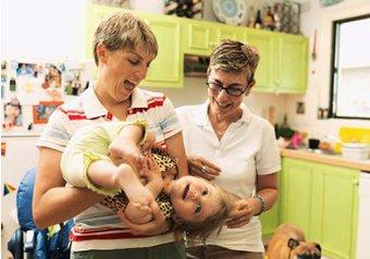 """Гомосексуальные пары воспитывают детей лучше, чем """"натуралы"""""""