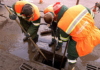 Вертикаль власти тонет в канализации