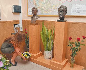 Бюсты отца и сына Бакировых установили в Губкинском университете