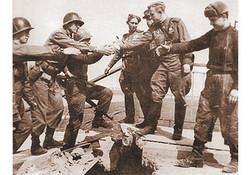 В числе самых значимых событий конца войны — встреча союзных войск на Эльбе