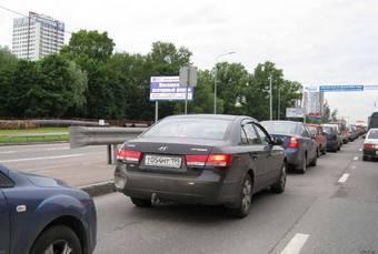 Весьма осложнится ночная жизнь олигархов со знаменитой Рублевки после того, как бригады дорожников займутся обновлением самого известного в стране дорожного полотна