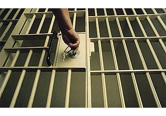 Смертный приговор грабителю подписали заключенные?