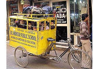 Целый ряд грубейших нарушений при перевозке детей в школьных автобусах выявила прокуратура Центрального округа столицы