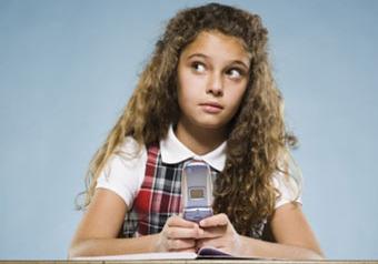 Школам предлагают ловить учеников-мошенников с помощью детекторов мобильной связи