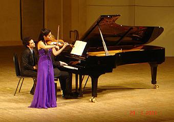 В зале Чайковского – частная музыка одаренной скрипачки