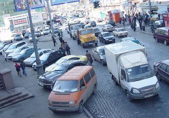 Сто рублей в час должна стоить парковка машины в центре Москвы, чтобы избавить город от пробок