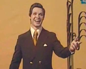 Ролик, выложенный в Интернете, внезапно сделал советского певца мировой знаменитостью