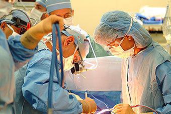 Во время простейшей операции по удалению миндалин в детской районной поликлинике скончался во вторник 8-летний москвич