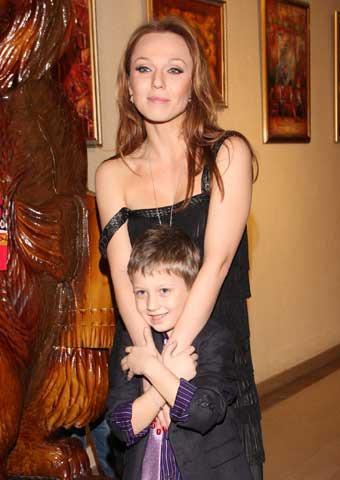Джанабаева вывела всвет сына отМеладзе?