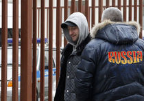 Плющенко пришел подавать заявление в полицию в «замаскированном» виде