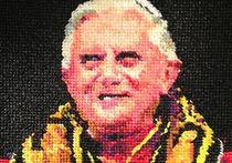 Портрет бывшего папы римского Бенедикта XVI сделали из презервативов