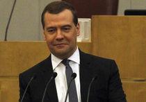 Премьер Медведев на «Мосфильме» изобразил шум прибоя