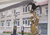 Памятник семилетнему кавалеру ордена Мужества