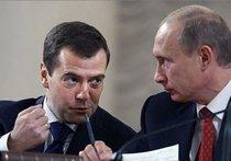 Медведев догнал Путина