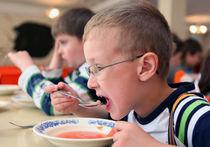 Детям в лагерях недокладывают мяса