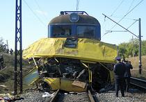 На Украине локомотив раздавил автобус