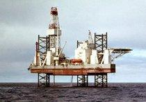 В Охотском море перевернулась буровая платформа