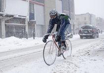 Столичные велосипедисты просят убрать от снега велодорожки