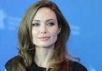 Россия на груди Джоли