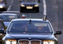 Автомобиль с мигалкой растолкал на дороге другие машины
