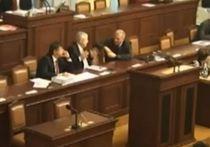 Премьер Чехии опозорился, заявив, что обед важнее похорон Манделы