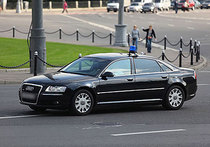 Машины из президентского кортежа сталкиваются друг с другом