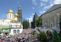 """""""МК"""" выяснил, зачем в РПЦ ретушировали фото с патриархом"""