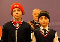 Всех российских школьников оденут в шапочки