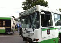 При столкновении автобусов пострадали 16 человек