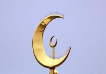 Британский телеканал будет транслировать призыв мусульман к утренней молитве