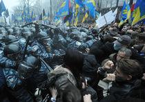 Молодежь Партии регионов чуть было не устроила штурм здания правительства