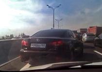 Водитель Lexus с мигалкой напал на корреспондента