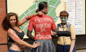 """Арт-акция """"МК"""": художники нарисовали болевые точки страны на ее гражданах"""