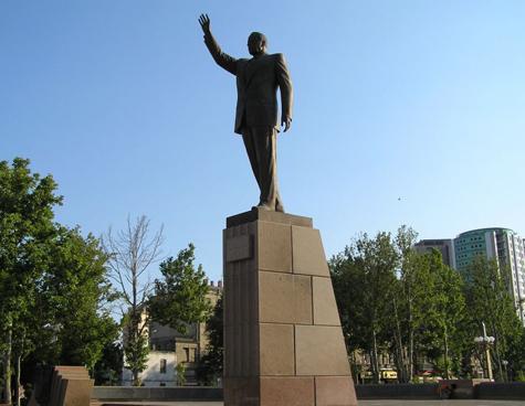 В Сербии Павича сменяли на Алиева