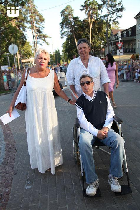 На закрытие «Новой волны» Караченцов приехал в инвалидной коляске