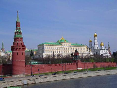 Настоящее паломничество граждан соседней Белоруссии развернулось у стен Кремля