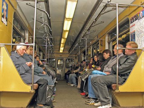 """Прозрачными клеящимися стикерами заменят к 1 июля бумажные схемы Московского метрополитена в поездах типа """"Русич"""""""
