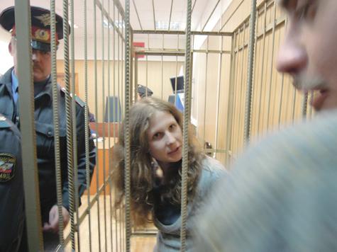 Pussy Riot  оставили под арестом до конца года