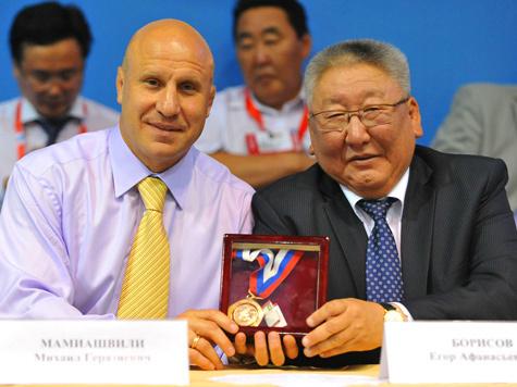 Борцы-вольники разыграли медали в Якутии
