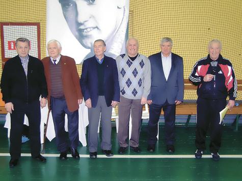 Николаева поздравили с 75-летием на мемориале Воронина