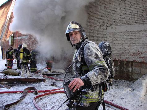 Погиб под завалом, спасая горящее здание, 27-летний сотрудник столичного управления МЧС