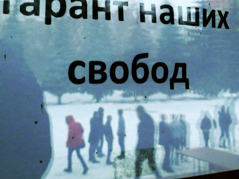 Российская молодежь ненавидит власть, но любит Путина