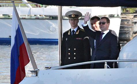 Медведев призвал иностранных инвесторов быстрее вкладывать деньги в Россию