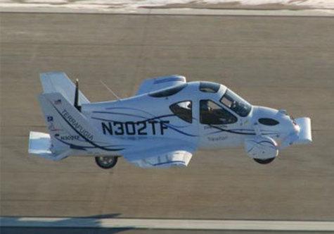 """На этой неделе летающая машина Transition получила одобрение от Федерального управления гражданской авиации США (FAA), которое присвоило новинке статус """"легкого спортивного самолета""""."""