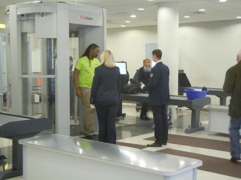 «МК» проверил, как охраняют оттеррористов столичные аэропорты