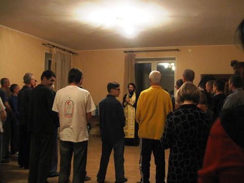 Полицейские наведались в Дом трудолюбия «Ной» в Подмосковье, где, по словам местных жителей, людей насильно удерживали и заставляли работать