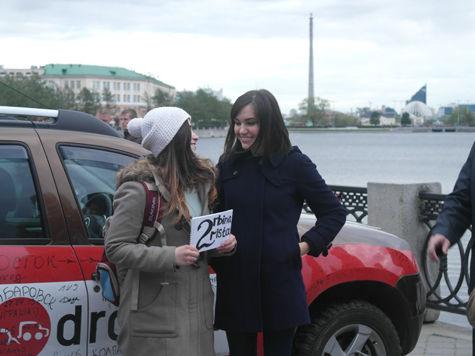 После встречи Патриарха жители Екатеринбурга принимали Сашу Грей